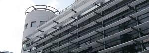 מבט צד חלונות של פקולטה לארכיטקטורה