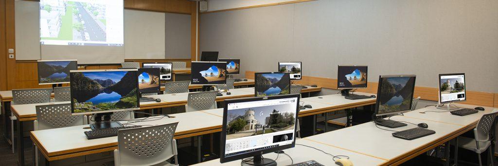 צילום של מעבדת המחשבים